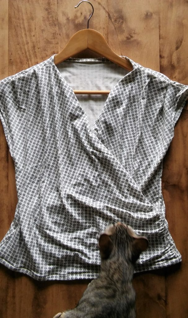 T-shirt blanc-gris avec chat