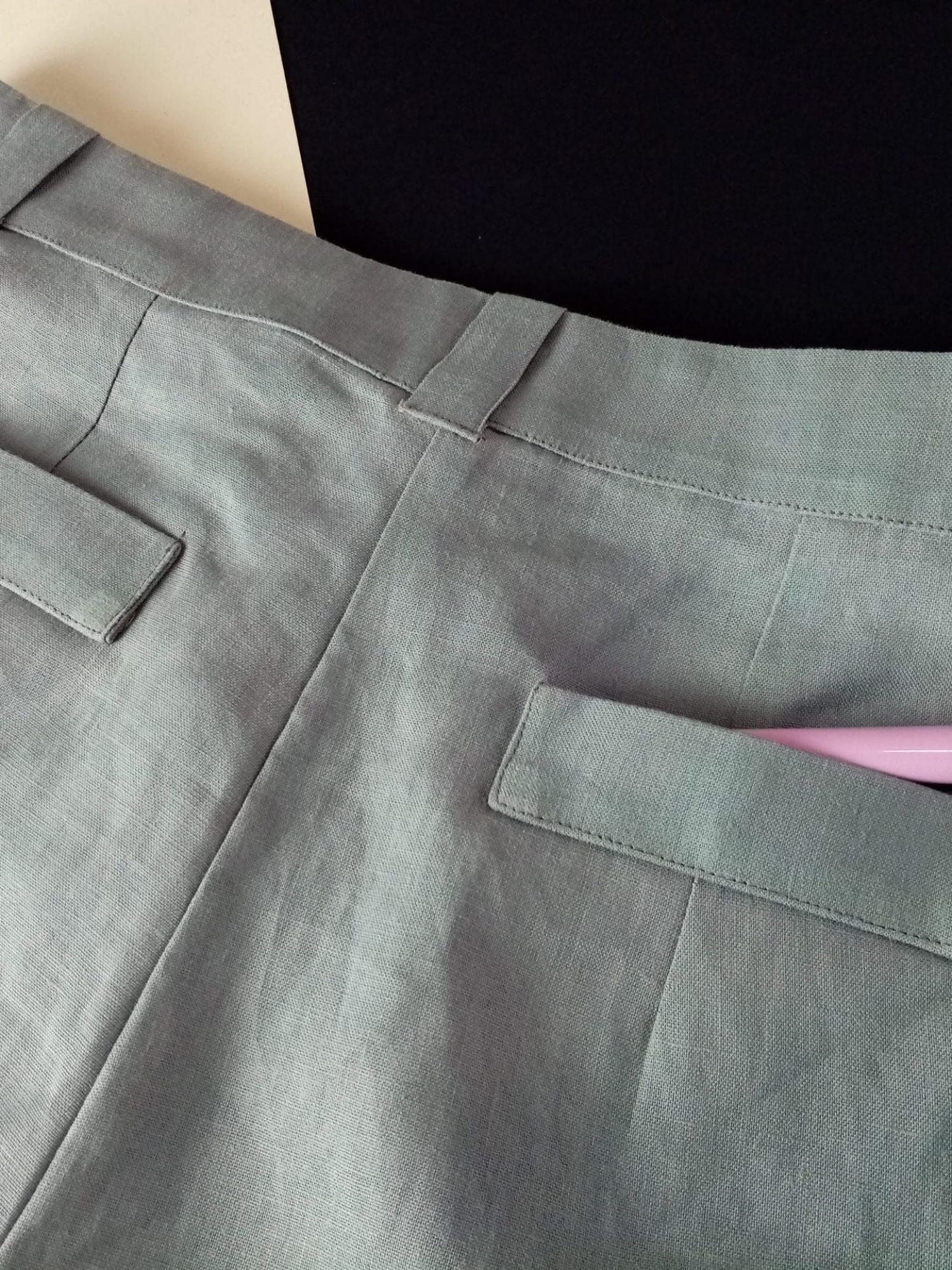 Short gris en lin, détail dos