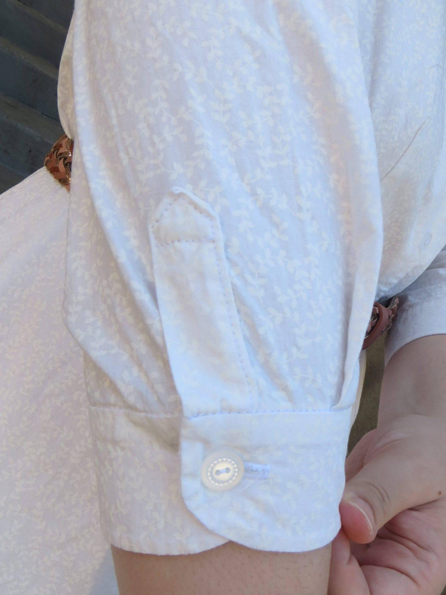 Patte de boutonnage en une pièce, manche de chemise