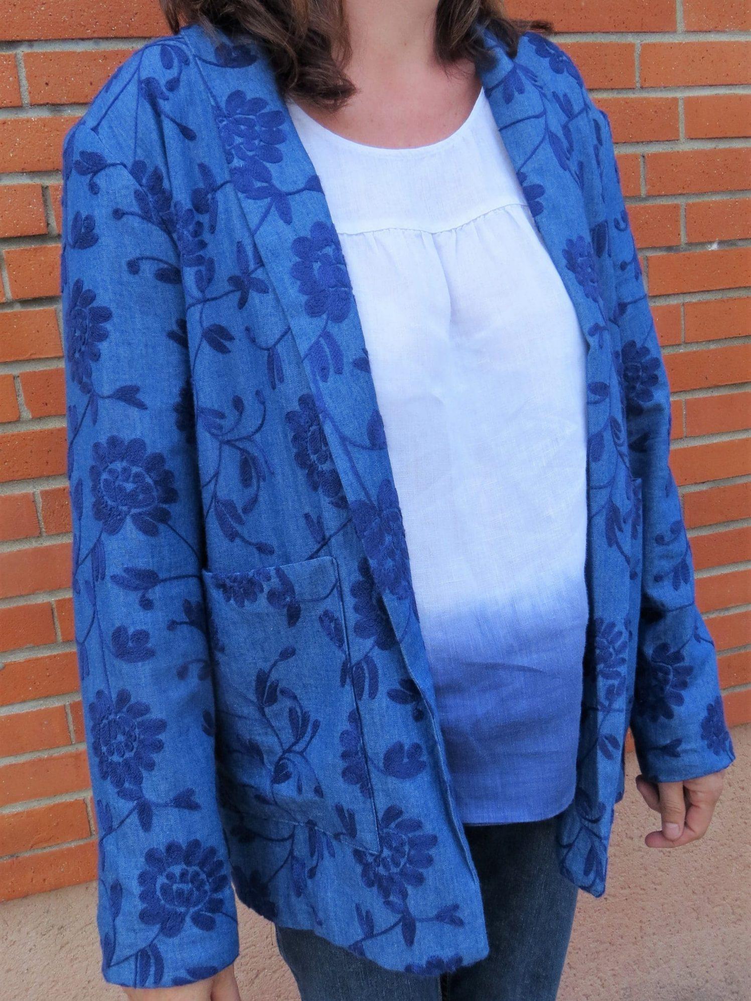 Une autre veste fleurie avec poche plaquée