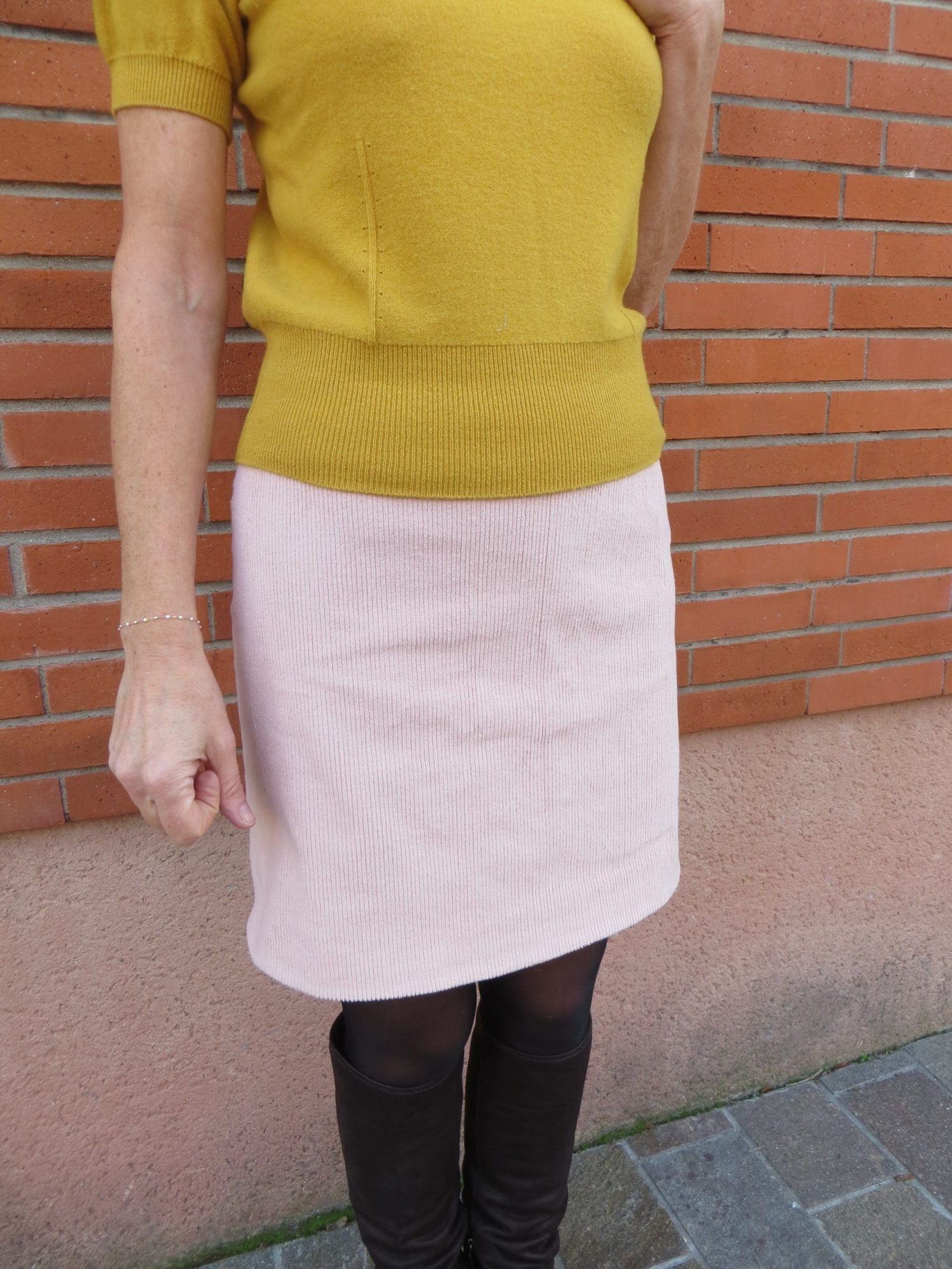 La jupe droite rose perce neige