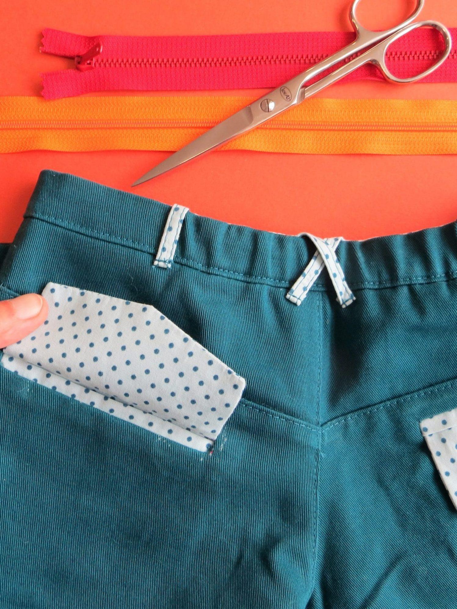 Détail poche sur le pantalon enfant
